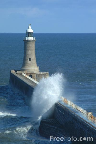 Picture of Waves, North Pier, Tynemouth - Free Pictures - FreeFoto.com