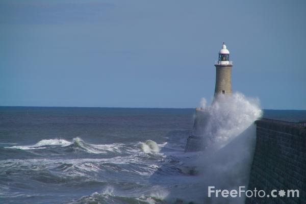Picture of Stormy Sea, Tynemouth - Free Pictures - FreeFoto.com