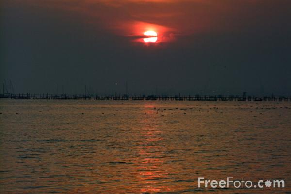 Picture of Sunset at Poole Harbour - Free Pictures - FreeFoto.com