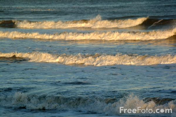 Picture of Waves - Free Pictures - FreeFoto.com