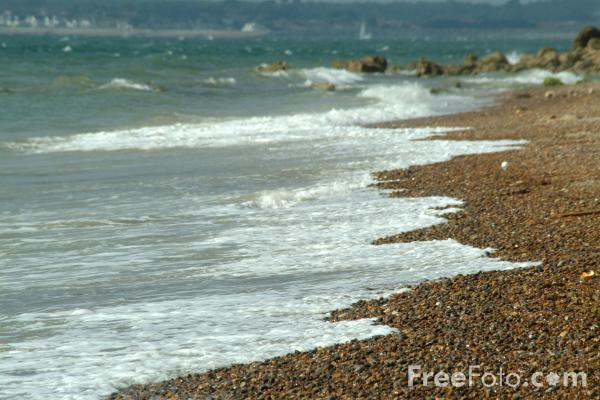 Picture of The Beach, Milford on Sea, Hampshire - Free Pictures - FreeFoto.com