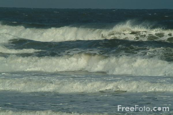 Picture of Waves, The North Sea, Blyth, Northumberland - Free Pictures - FreeFoto.com