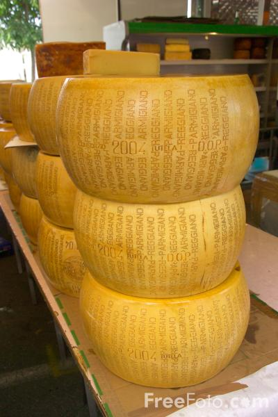 Picture of Cheese, Salo Market, Lake Garda, Italy - cheese, Salò Mercato, Lago di Garda, Italia - Free Pictures - FreeFoto.com
