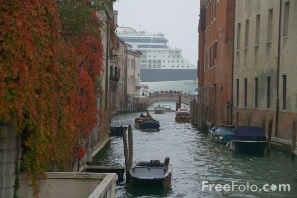 Picture of Ship, Venice, Italy - Venezia, Italia - Free Pictures - FreeFoto.com