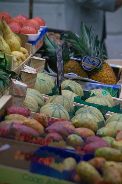 Picture of Fruit and Vegetable Shop, Venice, Italy - Venezia, Italia - Free Pictures - FreeFoto.com