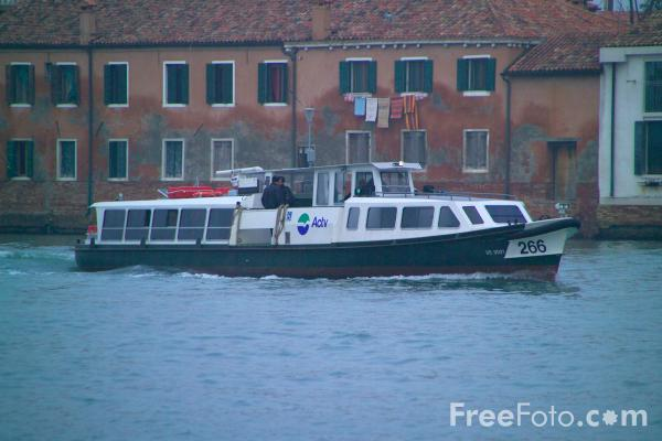 Picture of Water Bus, Venice, Italy - Vaporetto, Venezia, Italia - Free Pictures - FreeFoto.com