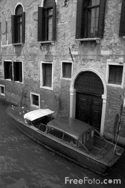 Picture of Water Taxi, Venice, Italy - Free Pictures - FreeFoto.com