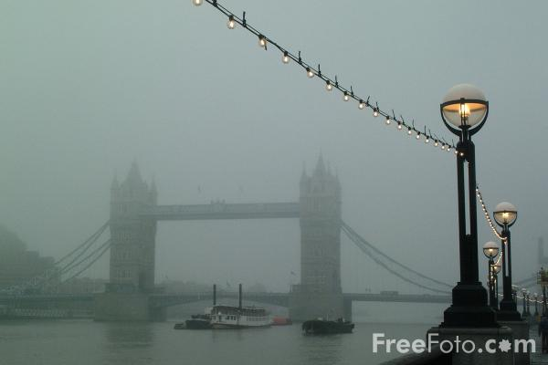 Picture of Fog, Tower Bridge, London - Free Pictures - FreeFoto.com