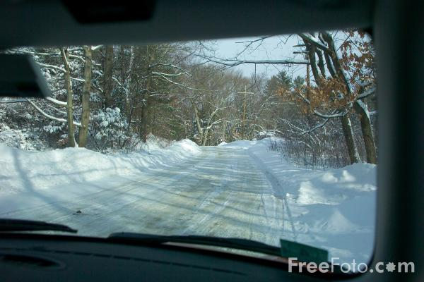 Picture of Driving in the snow, Massachusetts, USA - Free Pictures - FreeFoto.com