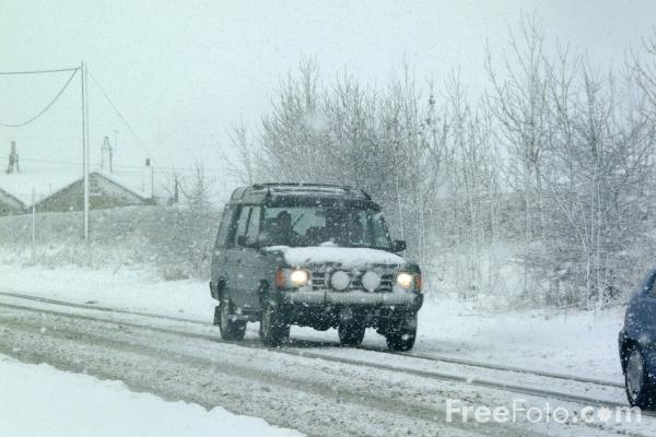 Picture of Cars in the snow - Free Pictures - FreeFoto.com