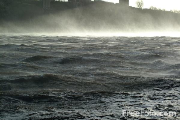 Picture of River Tyne at the height of the storm in 80mph winds - Free Pictures - FreeFoto.com