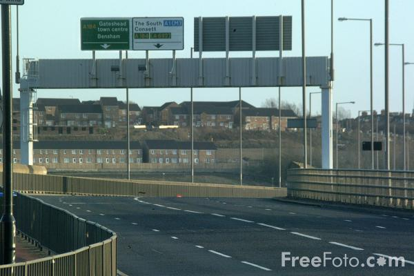 Picture of Road Closed, Redheugh Bridge, Newcastle upon Tyne - Free Pictures - FreeFoto.com
