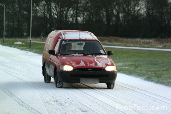 Picture of Royal Mail van in the snow - Free Pictures - FreeFoto.com