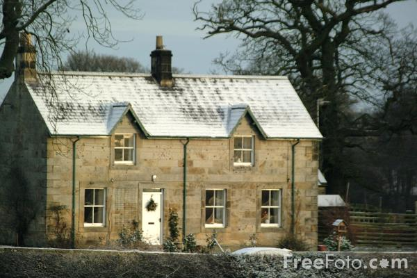 Picture of House in the snow - Free Pictures - FreeFoto.com