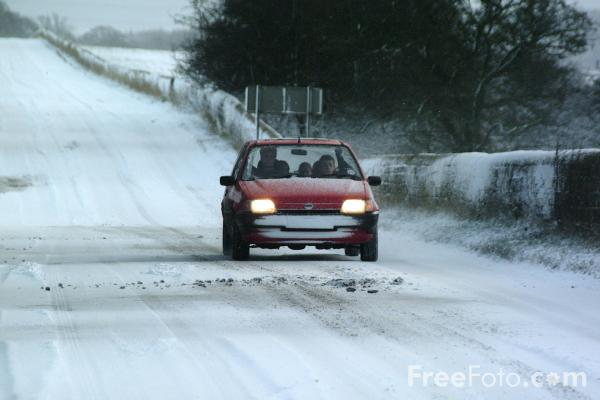 Picture of Driving in the snow - Free Pictures - FreeFoto.com
