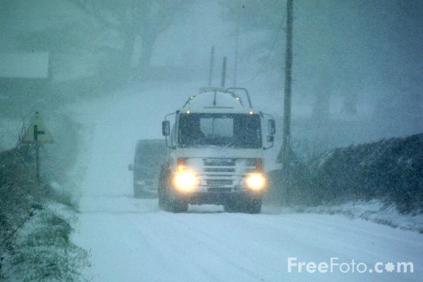 Picture of Milk Lorry in the snow - Free Pictures - FreeFoto.com