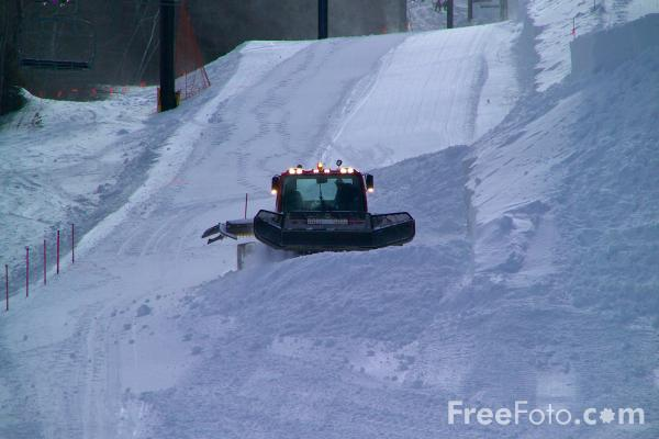 Picture of Snowcat on a Ski Slope - Free Pictures - FreeFoto.com