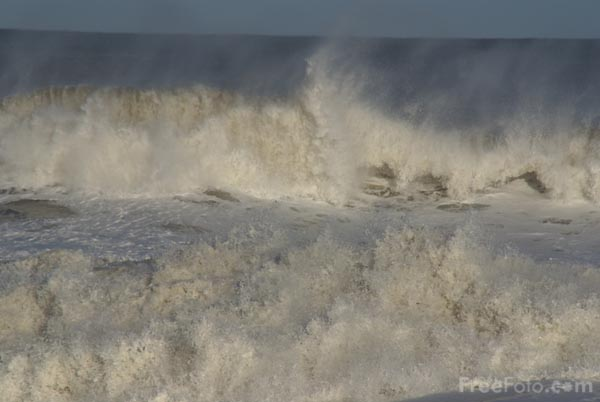 Picture of Large waves and rough sea - Free Pictures - FreeFoto.com