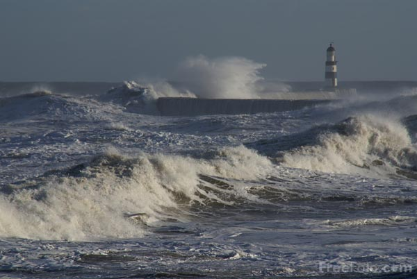 Picture of Big Waves and Rough Sea - Free Pictures - FreeFoto.com