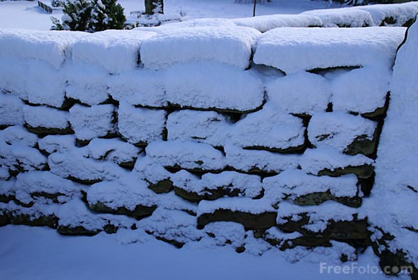 Picture of Stone wall in the winter - Free Pictures - FreeFoto.com