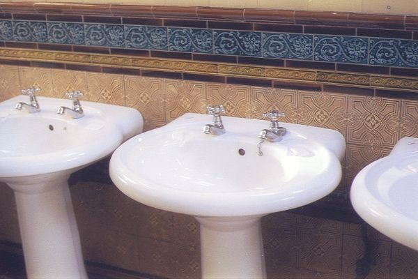 Picture of Wash Basin, The Victoriana Toilets, Rothesay - Free Pictures - FreeFoto.com