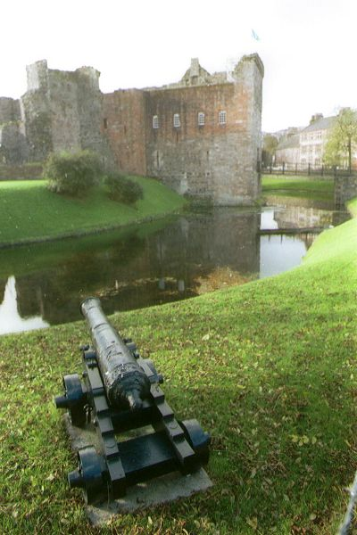Picture of Cannon, Rothesay Castle - Free Pictures - FreeFoto.com