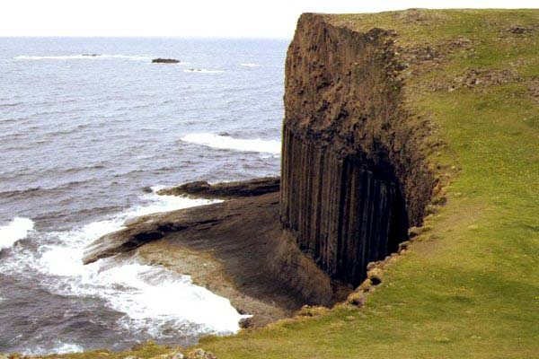 Picture of Fingals Cave, Staffa, Scotland - Free Pictures - FreeFoto.com