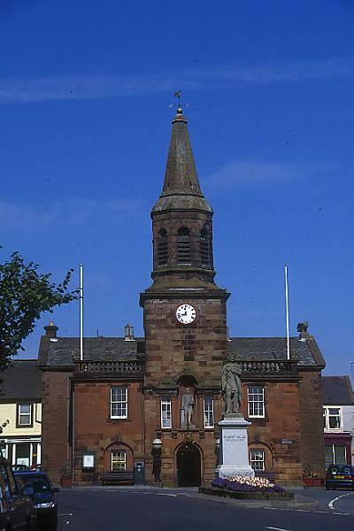Picture of Town Hall, Lochmaben - Free Pictures - FreeFoto.com