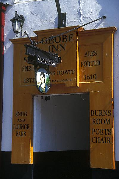 Picture of The Globe Inn established 1610 - Free Pictures - FreeFoto.com