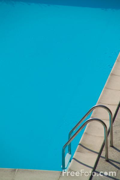 Picture of Outdoor swimming pool - Free Pictures - FreeFoto.com
