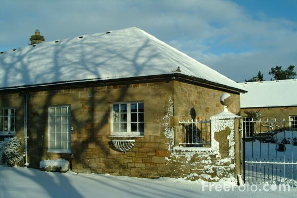 Picture of Cottage in the snow, Winter, Northumberland - Free Pictures - FreeFoto.com