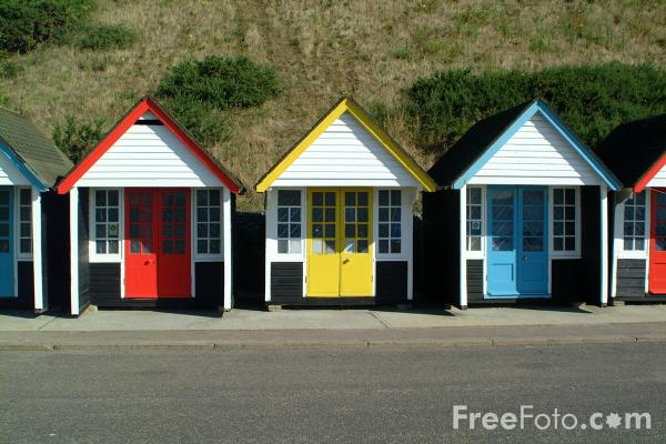 Picture of Beach Huts - Summer - Free Pictures - FreeFoto.com