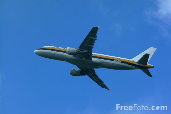 Picture of Monarch Airlines A320-200 G-OZBB - Free Pictures - FreeFoto.com