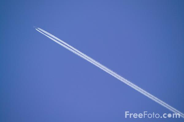 Picture of Jet Trails - Free Pictures - FreeFoto.com