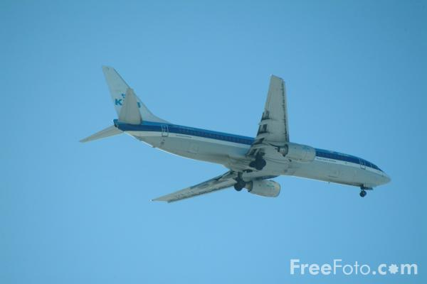 Picture of KLM Boeing 737 B737-8K2 PH-BXE - Free Pictures - FreeFoto.com