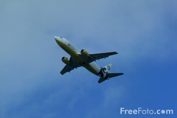 Picture of Go Fly Boeing B737-300 G-IGOW - Free Pictures - FreeFoto.com