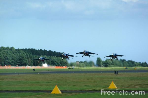 Picture of Patrouille de France, RAF Leuchars Airshow - Free Pictures - FreeFoto.com