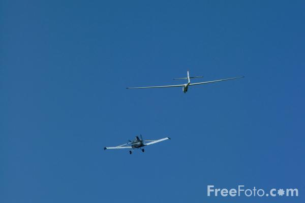 Picture of Glider being towed - Free Pictures - FreeFoto.com