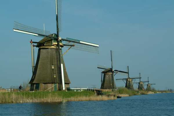 Picture of Kinderdyke Windmills, Holland - Free Pictures - FreeFoto.com