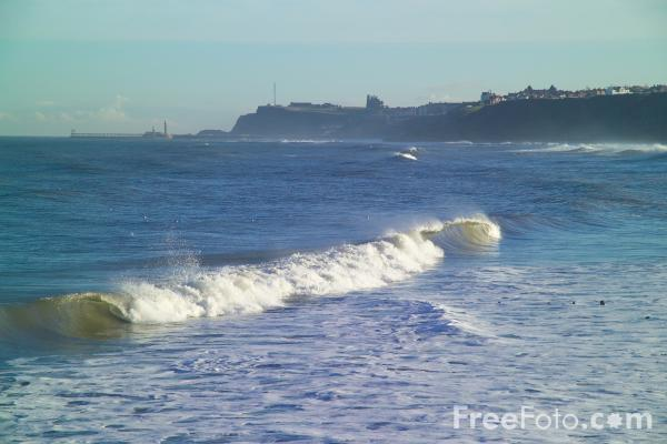 Picture of Waves, Sandsend, North Yorkshire - Free Pictures - FreeFoto.com