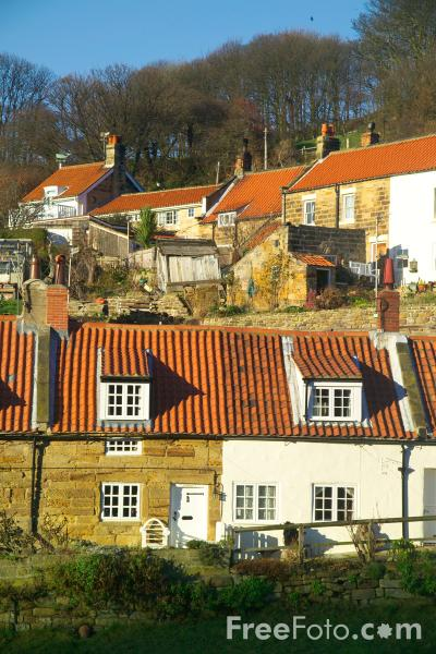 Picture of Sandsend, North Yorkshire - Free Pictures - FreeFoto.com