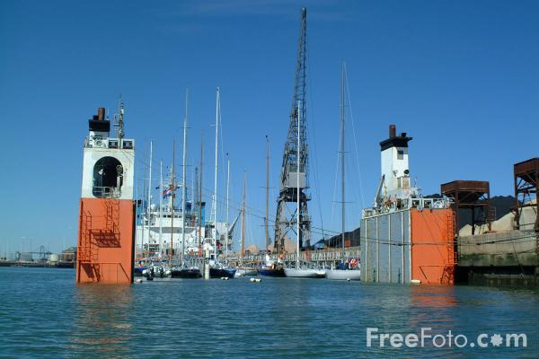 Picture of Super Servant 3, Semi-submersible heavy lift vessel, Southampton. - Free Pictures - FreeFoto.com