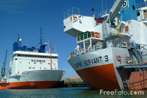 Picture of Dock Express 11 and Super Servant 3, Semi-submersible heavy lift vessels, Southampton. - Free Pictures - FreeFoto.com