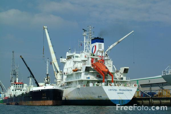 Picture of Crystal Primadonna, Modern refrigerated vessel, Southampton Docks - Free Pictures - FreeFoto.com