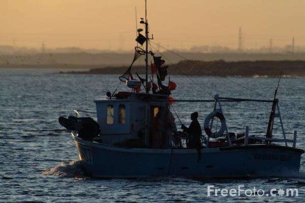 Picture of Fishing Boat, River Tees, Teesmouth - Free Pictures - FreeFoto.com