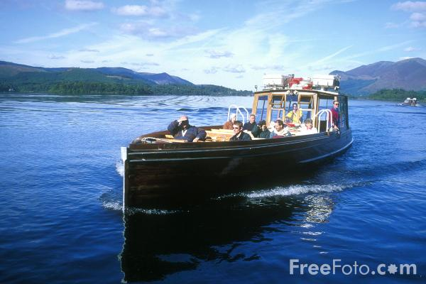 Picture of Ferry, Derwent Water, Keswick, The Lake District - Free Pictures - FreeFoto.com