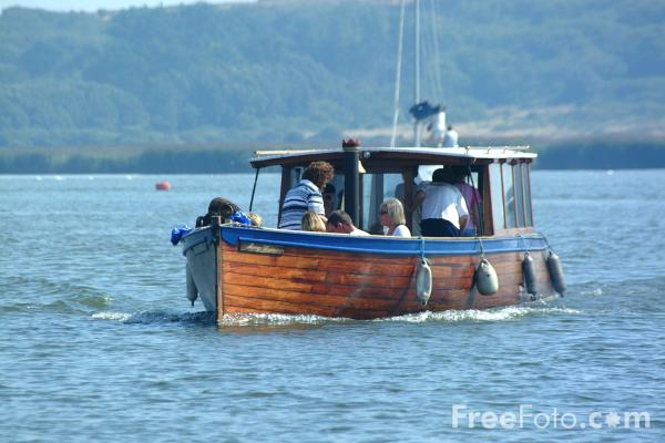 Picture of Ferry, River Avon, Christchurch - Free Pictures - FreeFoto.com