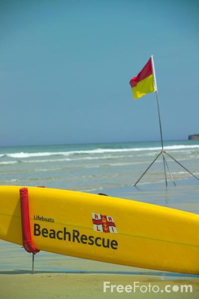 Picture of RNLI lifeguard beach rescue service - Free Pictures - FreeFoto.com