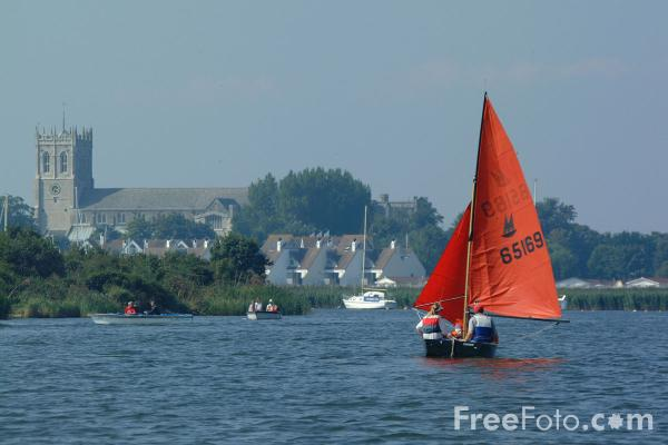 Picture of Yacht, Christchurch, Dorset - Free Pictures - FreeFoto.com