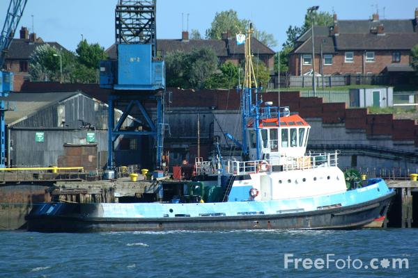 Picture of Tug, River Tyne, South Shields - Free Pictures - FreeFoto.com